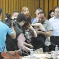 O şedinţã mai mult spectaculoasã ieri, 30 aprilie a.c., la Consiliul Judeţean Mehedinţi, unde ştiam cã aveau sã fie excluşi din rândurile consilierilor judeţeni Vergil Alexe (PP-DD), Floari Gheorghiţa (PP-DD)...