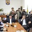 PNL, prin vocea (sic!) lui Virgil Daniel Popescu, a solicitat conducerii USL Mehedinţi convocarea unei întâlniri, ca sã vadã poporul votant al Severinului şi Mehedinţiului cã divorţul nu mai e...