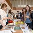 """Sâmbãtã, la Casa Tineretului s-a desfãşurat Conferinţa Regionalã şi Târgul de Creativitate – ediţia I, în cadrul Proiectului """"Creativitatea ca Resursã Educaţionalã de Antrenare a Tinerilor pentru Piaţa Muncii (CREAT..."""