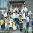 În centru este… Biserica de Pr. Sever Negrescu Şi în aceastã varã Parohia noastrã a desfãşurat, între hramurile Bisericii (Sf. Ilie şi Sf. Maria Mare), activitãţi cu tinerii în cadrul...