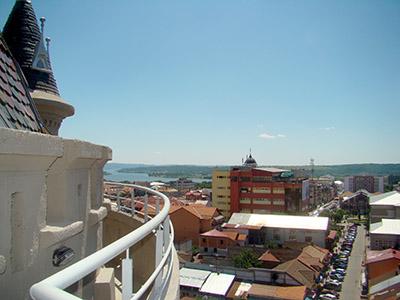 Câteva sãptãmâni ar mai avea de aşteptat cei dornici sã urce pânã în vârful Castelului de Apã din Drobeta Turnu Severin pentru a vedea o panoramã completã a oraşului şi...
