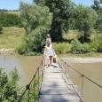 Sãtenii din satul Menţii din Faţã, o aşezare la aproximativ 7 km de oraşul Strehaia, trãiesc de ani buni un adevãrat coşmar. Este vorba despre puntea care leagã satul...