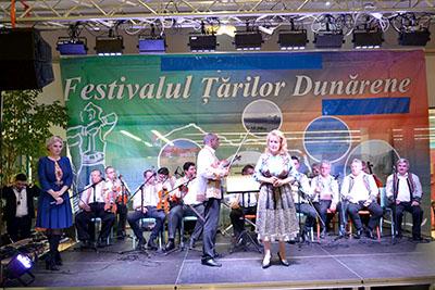 """Centrul Cultural """"Nichita Stãnescu"""" a organizat în aceastã sãptãmânã a VIII -a ediţie a Festivalului Ţãrilor Dunãrene, manifestare menitã sã aducã împreunã, pentru a se bucura de tradiţii, de obiceiurile..."""