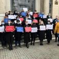 Miercuri, 14 aprilie, a avut loc o manifestaţie a avocaţilor din cadrul Baroului Mehedinţi , care s-au raliat demersului instituţional ce urmãreşte susţinerea dreptului la apãrare, în semn de nemulţumire...
