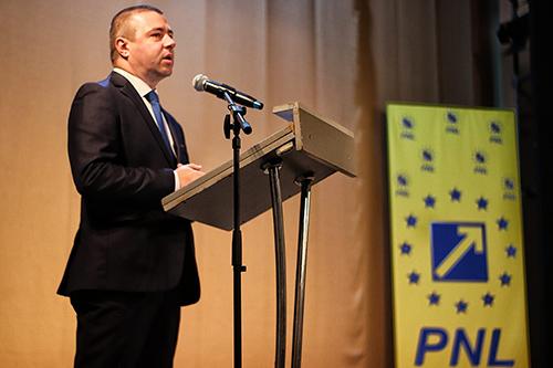 In data de 19 Iunieau avut loc alegeri pentru organizaţia PNL Drobeta Turnu Severin! Le mulţumesc colegilor liberali pentru participare şi pentru alegerea mea ca preşedinte, precum şi preşedintelui PNL...
