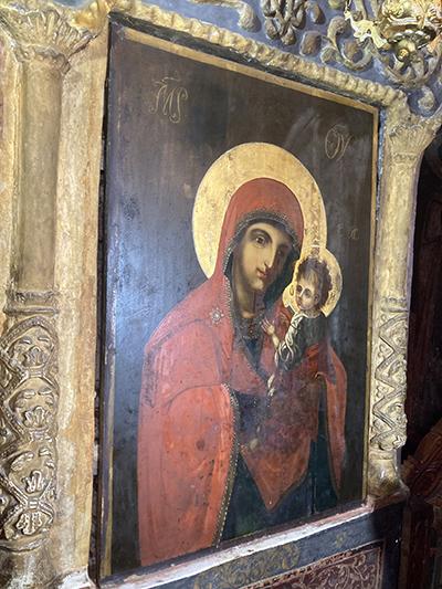 Un fenomen greu de explicat s-a produs într-o biserică din comuna Baia de Fier, nu departe de Peştera Muierilor, o icoană a Fecioarei Maria prezentând lacrimi care au impresionat toată...